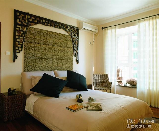 老人房装修可以选择田园式的风格,纯色为主,尽可能的简洁,卧室门不要