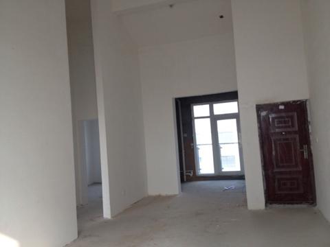 两室两厅顶楼复式,楼梯开在客厅哪里?