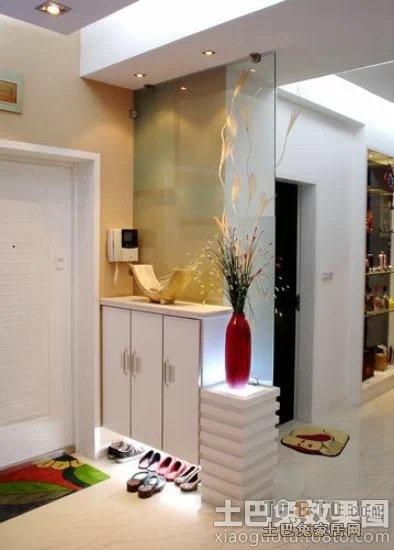 进户门右手就是客厅,鞋柜和衣架如何设计安放高清图片