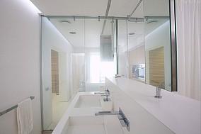 小复式洗手间装修效果图 简约自然