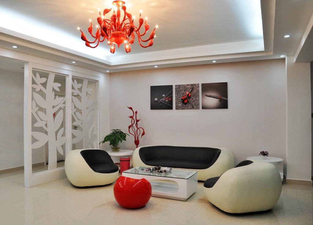 三居室家庭客厅过道镂空隔断装修效果图