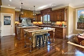 欧式古典开放式厨房整体橱柜装修效果图