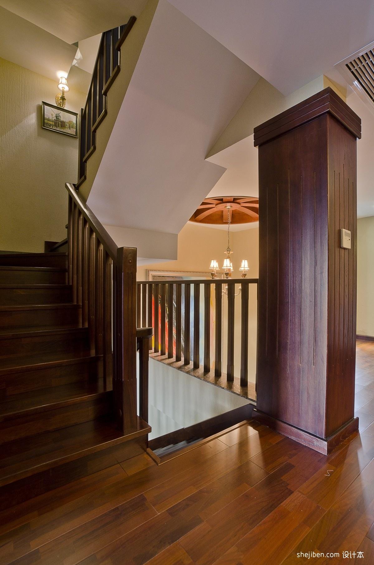 美式风格别墅室内全木楼梯间装修效果图