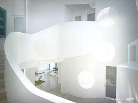 2013现代风格别墅U型旋转楼梯间装修效果图