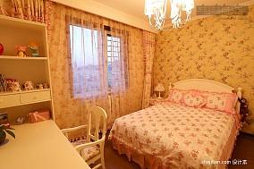 女孩儿童房花纹窗帘装修效果图