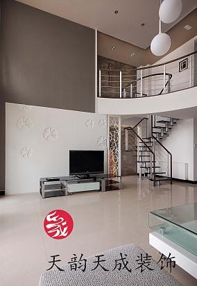 面积111平复式客厅现代实景图片欣赏