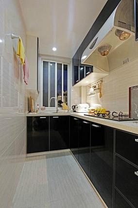 现代简约风格L型厨房装修效果图