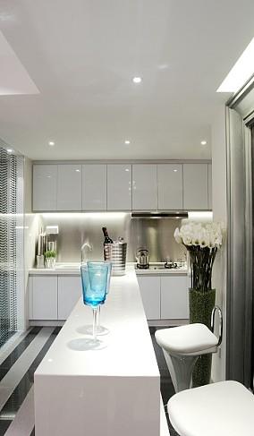白色调现代风格厨房吧台装修效果图