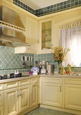 欧式厨房转角橱柜效果图