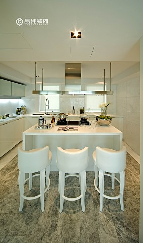 白色简欧厨房吧台装修效果图