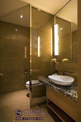 现代卫生间装修玻璃隔断效果图