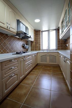 长方形整体厨房装修橱柜效果图