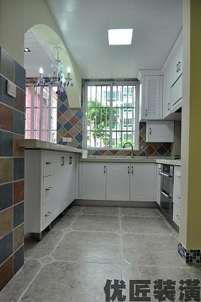 地中海风格半开放式厨房设计