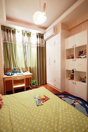 温馨卧室窗帘装潢图片