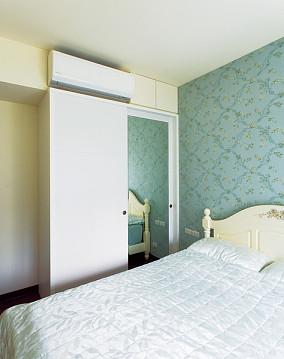 现代风格卧室衣柜设计图