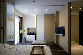现代风格卧室隔断墙装修效果图