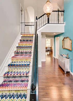 色彩鲜艳的楼梯效果图