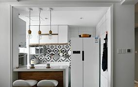 进门厨房吧台