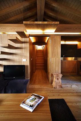 客厅楼梯电视背景墙