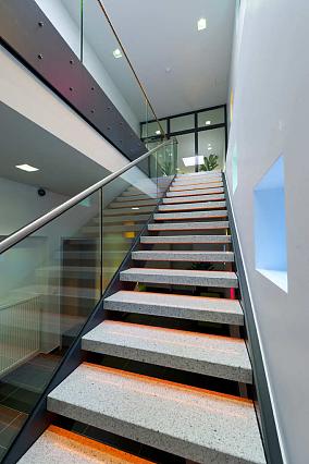 钢结构厂房楼梯