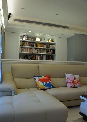 白色皮质沙发图片
