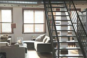 中空客厅楼梯