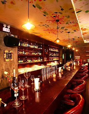 木质酒吧吧台
