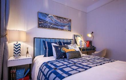 90平方现代风格秋天的落叶卧室1图