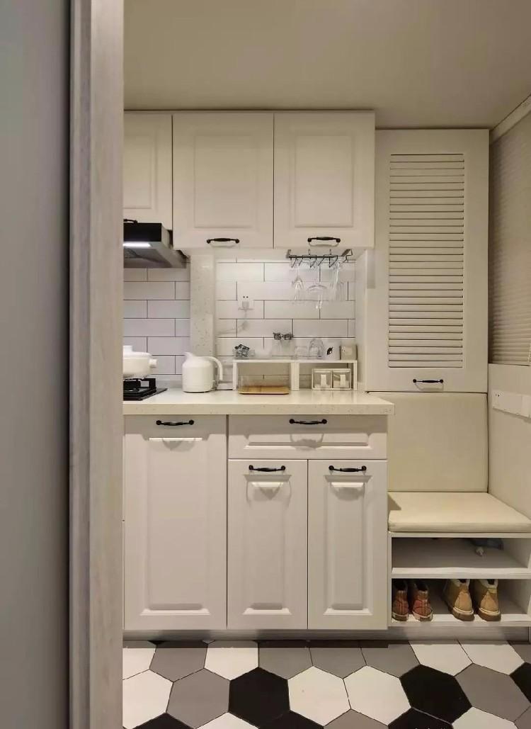 46平的小戶型,餐廚和臥室之間加上了隔斷