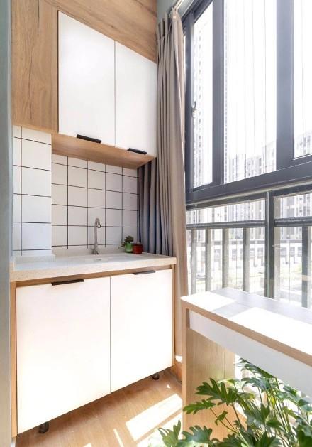 在城市的钢筋水泥丛林中,有一个惬意的家阳台