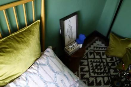 92㎡二居室,重色轻彩复古风卧室1图