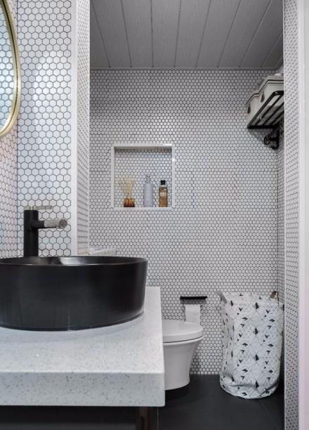 新古典50平老房改造复古的祖母绿卫生间