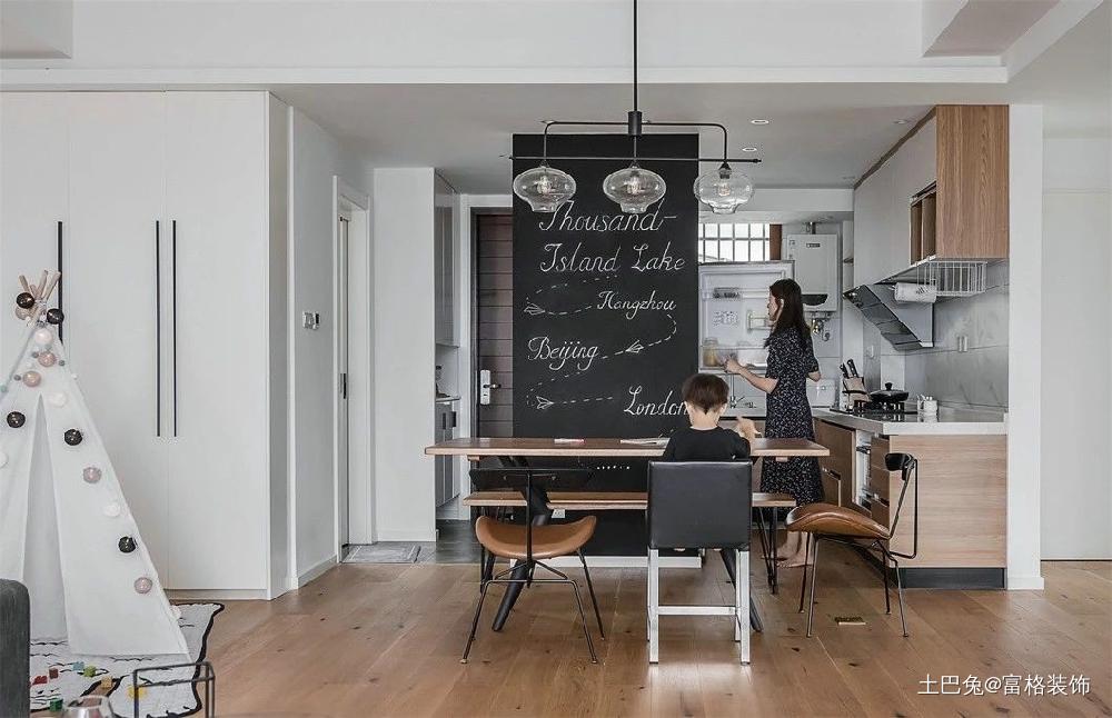灵感的设计编造美好生活!厨房木地板中式现代餐厅设计图片赏析