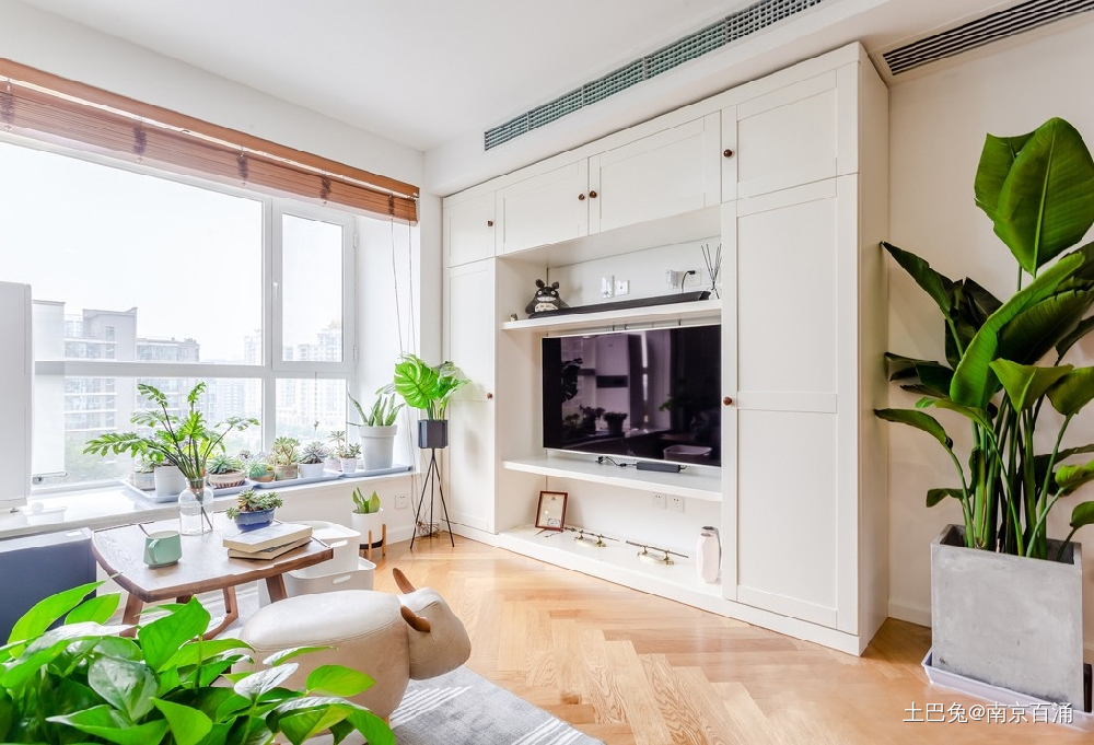 80㎡二层公寓一个人也要精致生活~客厅北欧极简客厅设计图片赏析