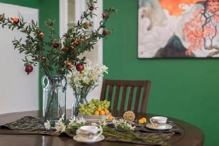 客餐厅采用的亮色点缀很是吸睛!厨房