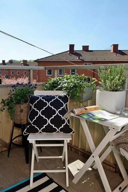 70平米白色简约装修效果图,可爱阳台两居阳台