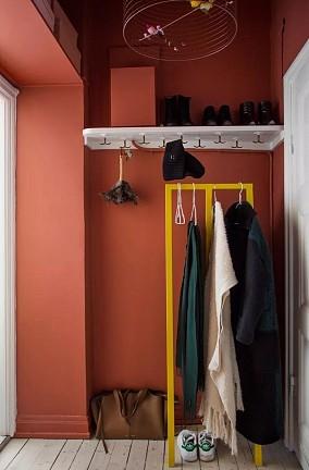 56平小公寓的色彩,让女屋主的柔雅延伸玄关潮流混搭设计图片赏析
