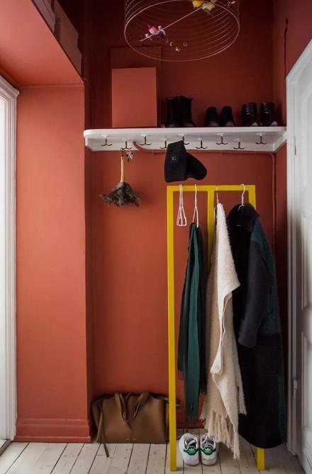 56平小公寓的色彩,让女屋主的柔雅延伸玄关
