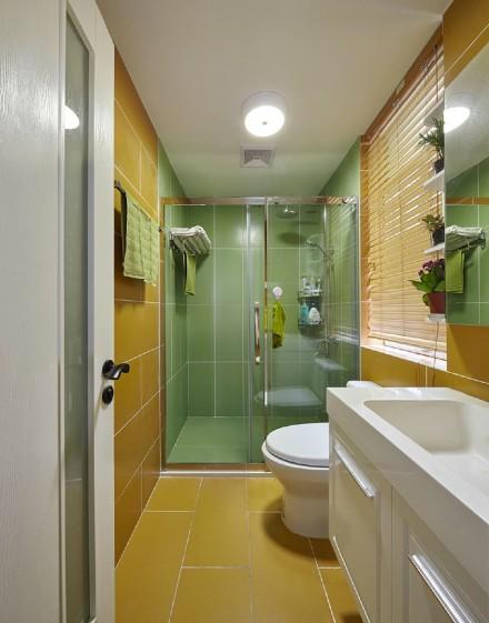 旧房里的多彩混搭空间卫生间