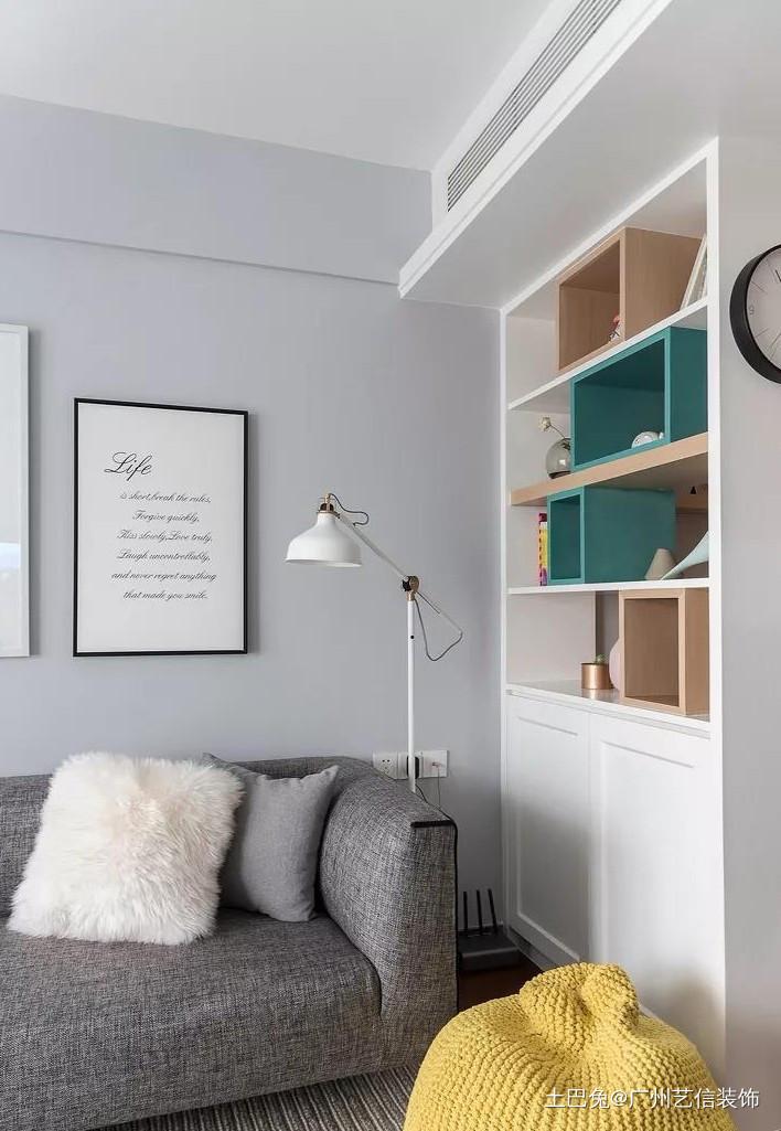 北欧混搭风三居室卧室带个小阳台客厅北欧极简客厅设计图片赏析