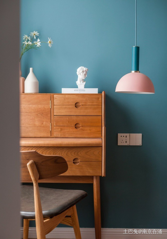 89m²客厅做全面墙书柜+隐形门卧室现代简约卧室设计图片赏析