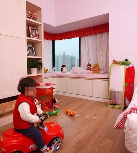 "102m²现代三居""双拼房""卧室"