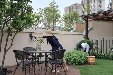150㎡前院养花、后院种菜,朋友小聚阳台