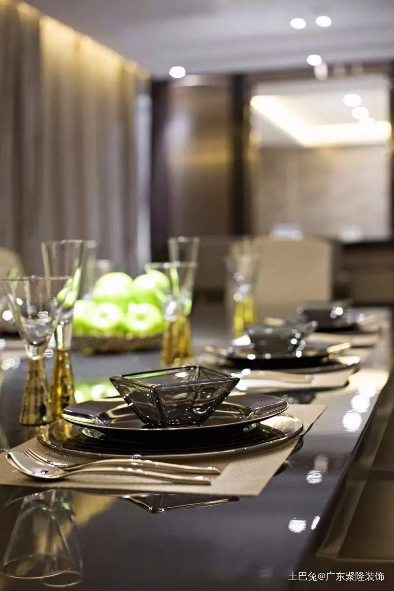 演绎低调奢华的高端设计太大气了!厨房现代简约餐厅设计图片赏析
