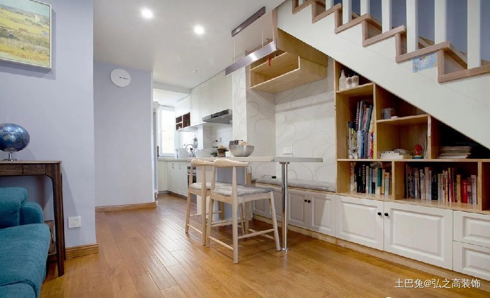 110㎡斜顶复式住宅楼梯下改成收纳厨房现代简约餐厅设计图片赏析