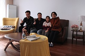 三口之家的温馨、幸福便是如此简单13791568