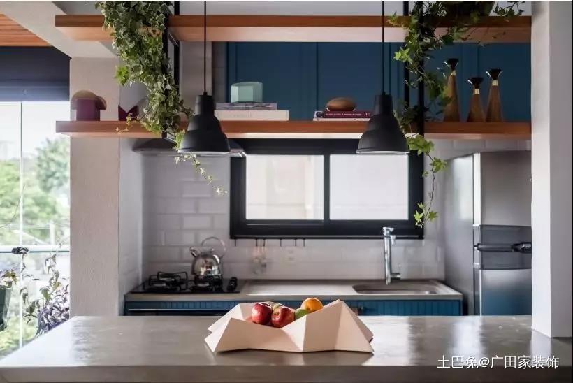 70㎡开放式厨房餐桌放阳台真宽敞!餐厅现代简约厨房设计图片赏析