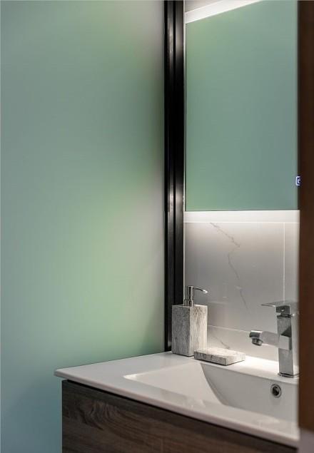 现代黑白灰与轻奢梦的空间卫生间