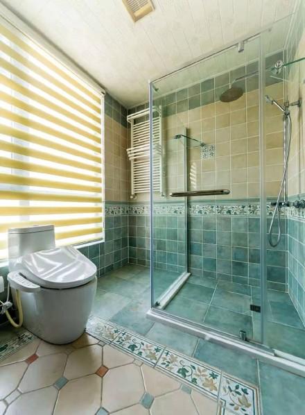 270平米的三居室,地中海风格卫生间