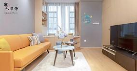 76平原木温馨两室小户型收纳最大化客厅北欧极简设计图片赏析